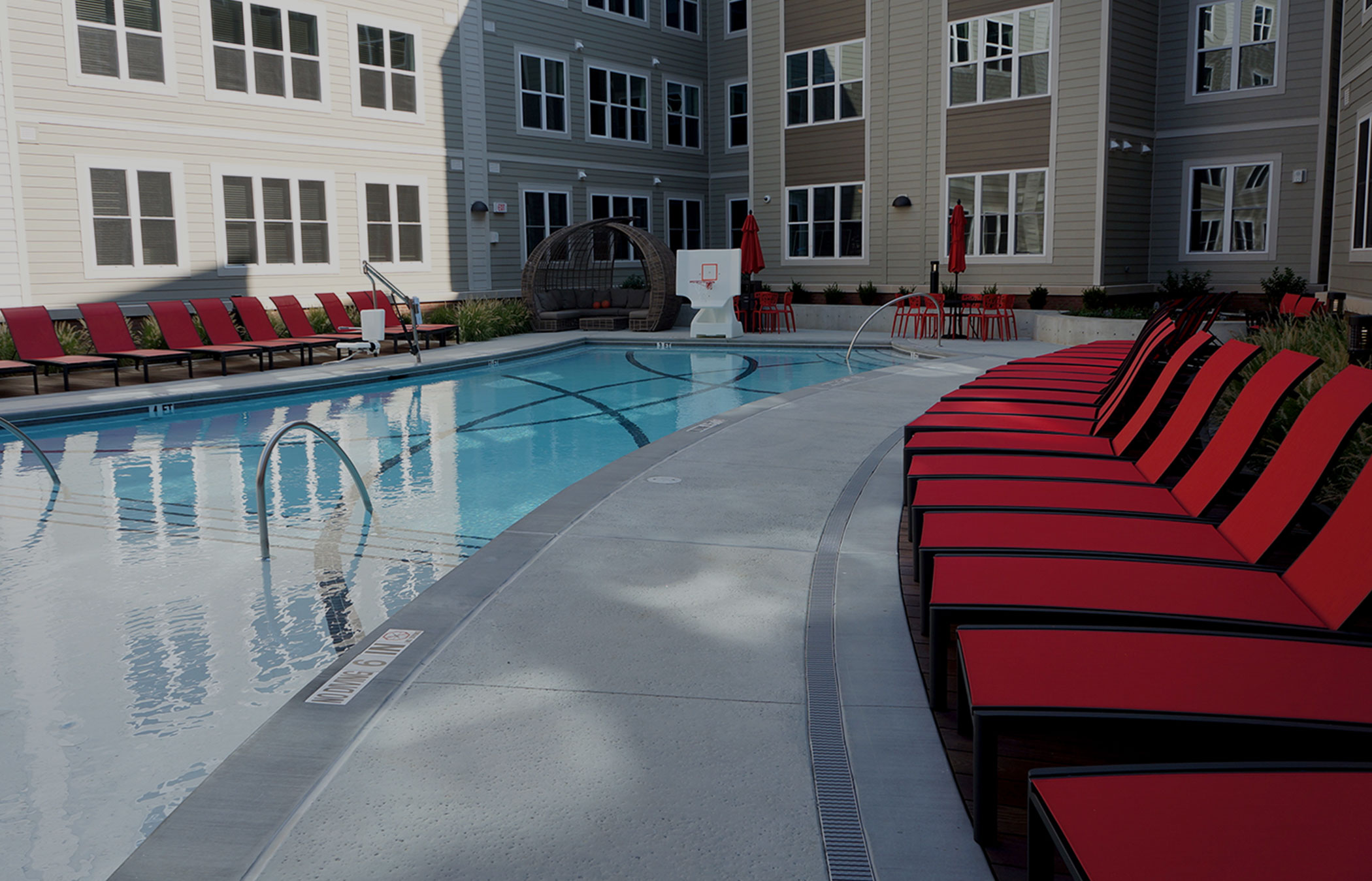 Stanhope Apartments resort style pool